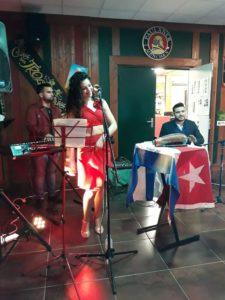 dann-chanteuse-salsa